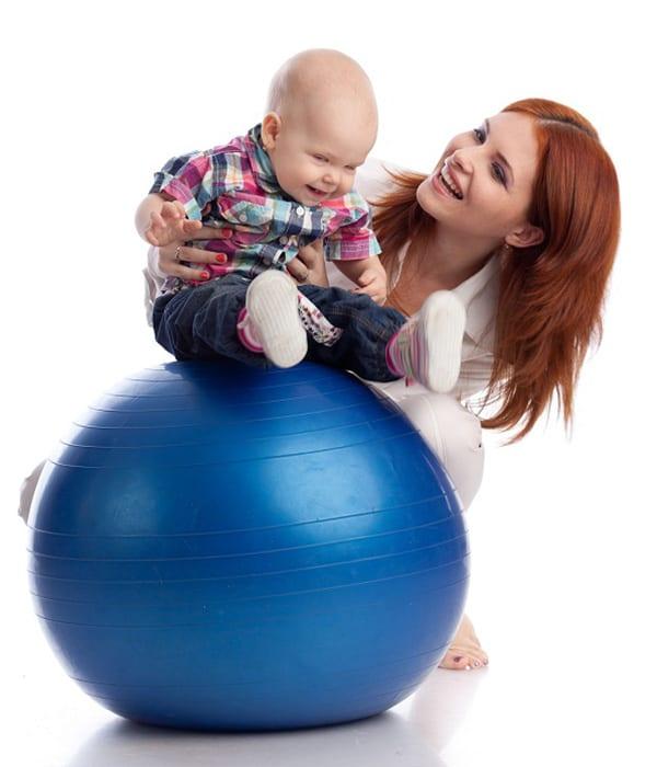 Фитбол может приносить удовольствие маме и малышу