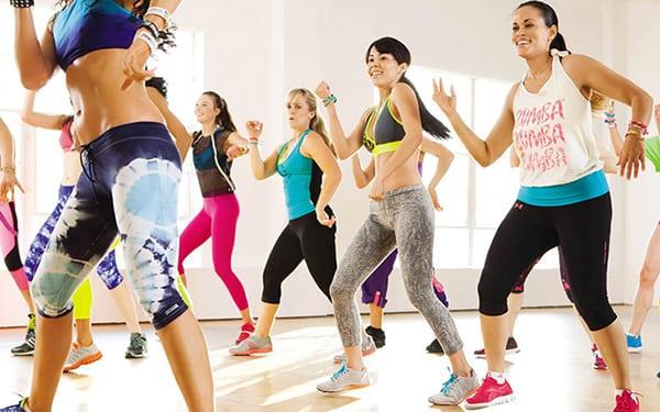 Для занятий зумбой не требуется дополнительные тренажеры или специальная одежда