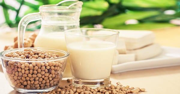 Соевое молоко - это напиток из соевых бобов