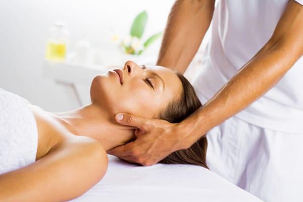 Массаж для шеи - оздоровительная процедура перед гимнастикой
