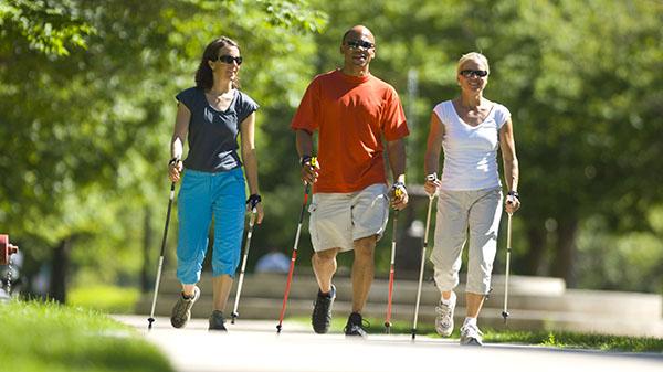 Скандинавская ходьба дарит здоровье и хорошее настроение