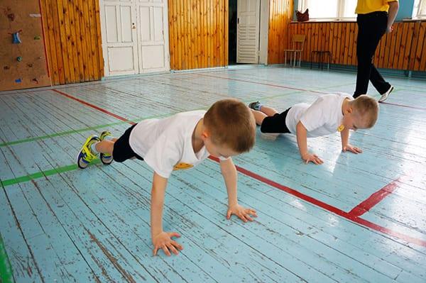 Классические отжимания - отличное упражнение для укрепления рук и грудной клетки