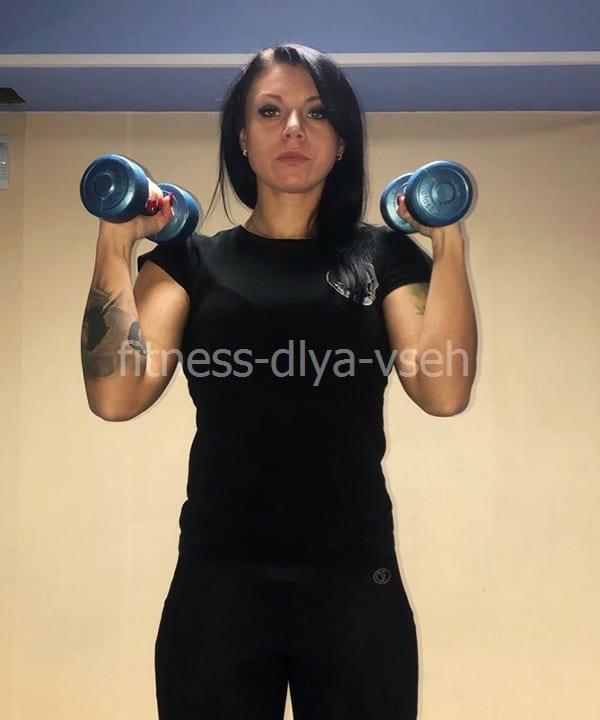 Упражнение для груди с гантелями