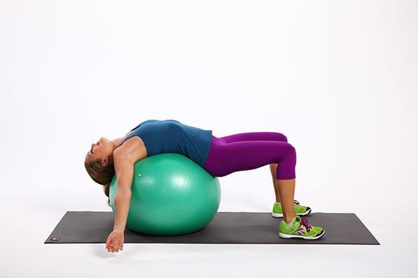 Упражнения на фитболе для спины: комплекс для позвоночника