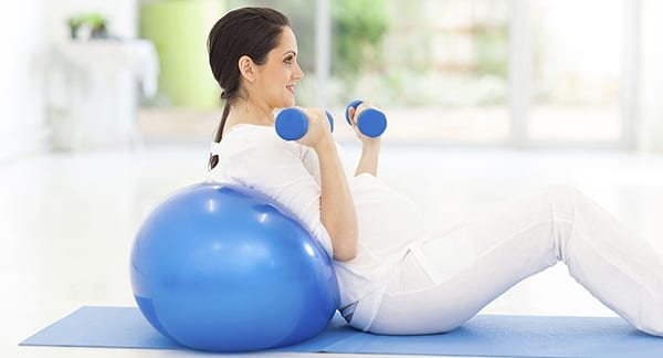 Упражнения на фитболе для беременных: 1,2,3 триместр