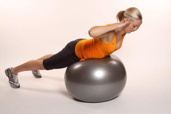 Упражнения на фитболе для похудения: видео упражнения