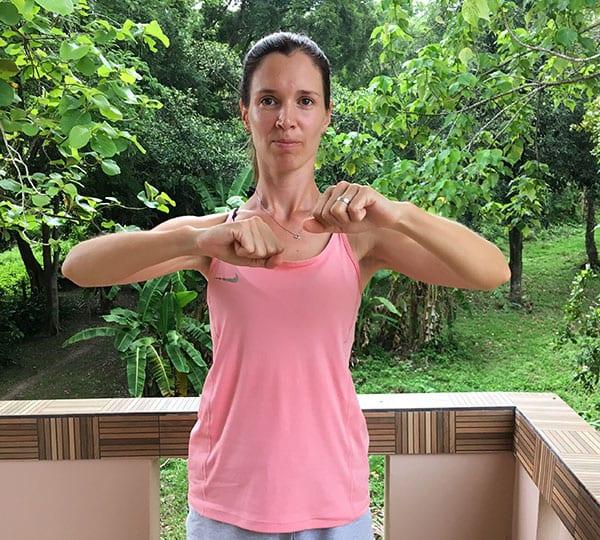 """Упражнение """"Обними плечи"""" (шаг 1)"""