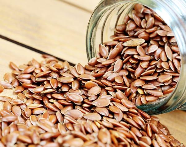 Семена льна - оказывают обволакивающее, мягчительное, противовоспалительное действие