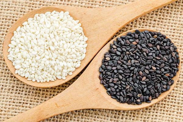 Черное и белое кунжутное семя