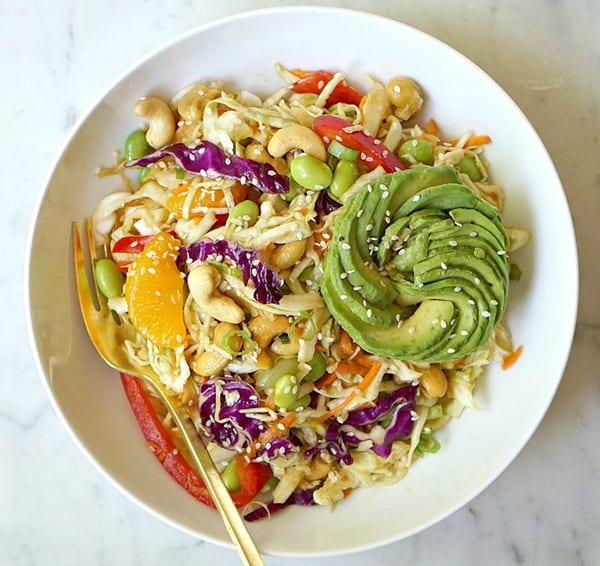 Кунжут - отличная приправа к салату