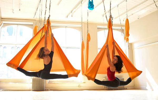 Йога в гамаках (Aero Yoga): польза, упражнения, отзывы