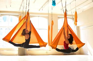 Йога в гамаках (Aero Yoga): польза, упражнения, отзывы (+5 видео)