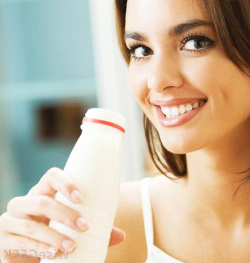 В составе молока - витамины, минералы и незаменимые жирные кислоты