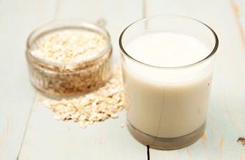 Овсяное молоко польза и вред (как принимать, реальные отзывы)