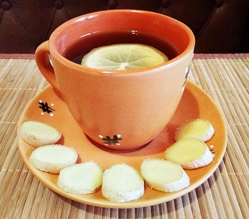 Имбирный чай с лимоном и медом (рецепт без кипячения)