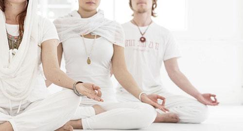 Кундалини йога пополняет запас сил и энергии