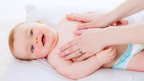 Общеукрепляющий массаж способствует правильному развитию