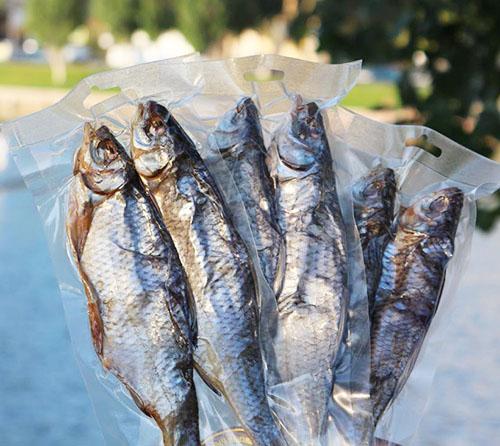 Источник кальция - вяленая рыба (с костями)