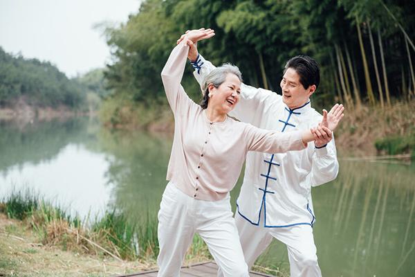 Китайская гимнастика Тай чи для пожилых: для суставов, мозга и душевного покоя